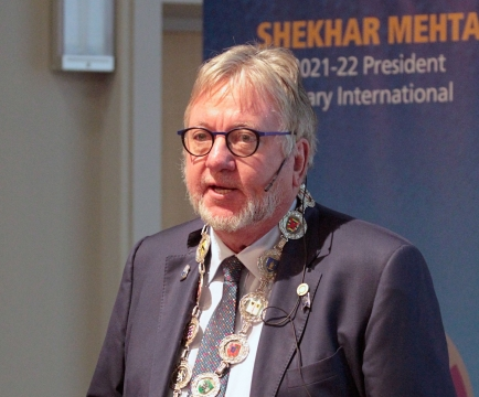 Luc Van der Biest, DG
